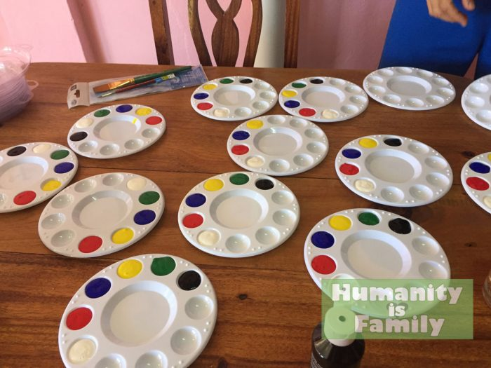 Palette with 6 colors being made for Cuban kids